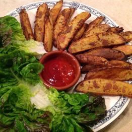 Frites sans huile, feuilles de salade et sauce : LoÏse dell'Acqua